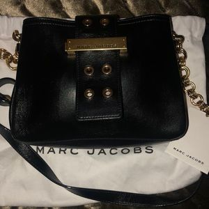 Crossbody. Black leather with gold